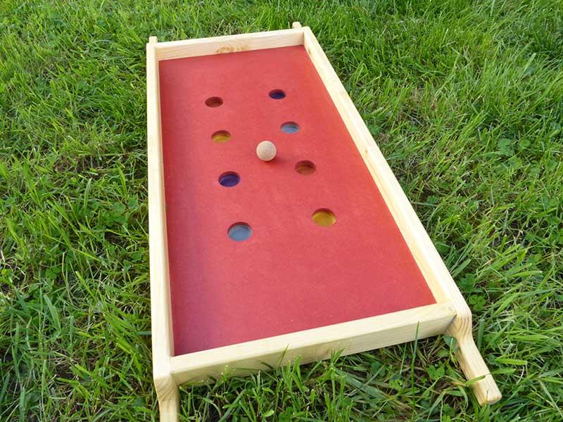 billard hongrois jeu coopératif nature dans herbe boule en bois
