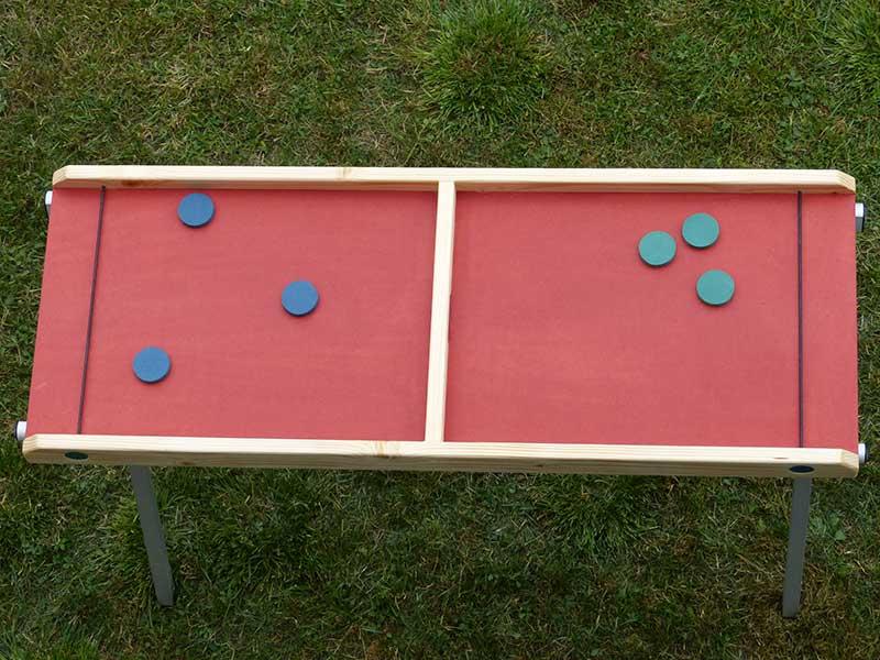 jeu de passe-trappe palet bleu et vert plateau rouge