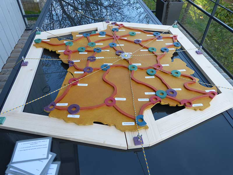 création jeu coopératif en bois carte France bille Vadroubille